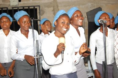 SUPRANO SINGERS OF THE YOUTH CHOIR - YOUTH SISTERS DIGGING OUT REAL PRAISE